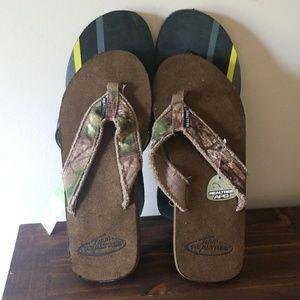BNWT 2 pair Mens flip flops size 13